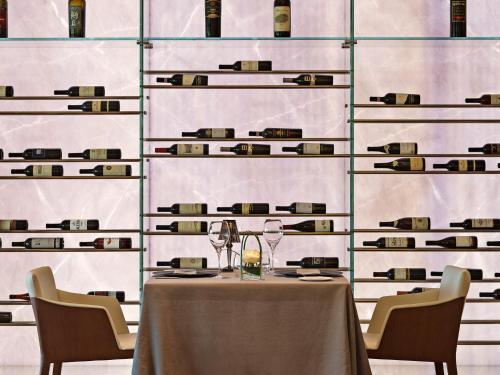 Ein Restaurant oder anderes Speiselokal in der Unterkunft The View Lugano