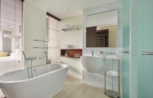 A bathroom at Hyatt Regency Dar es Salaam, The Kilimanjaro