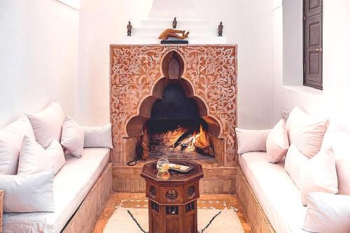 Coin salon dans l'établissement Riad Ambre Et Epices