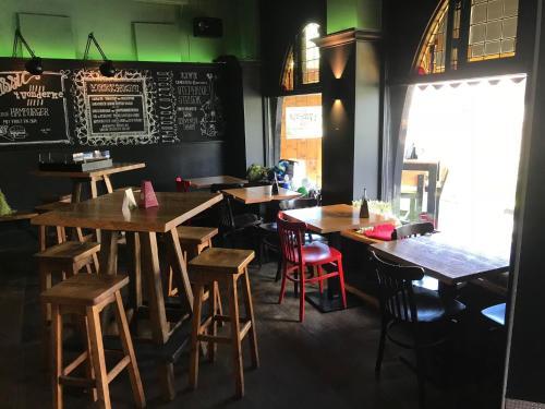 Een restaurant of ander eetgelegenheid bij cafe 't Vonderke