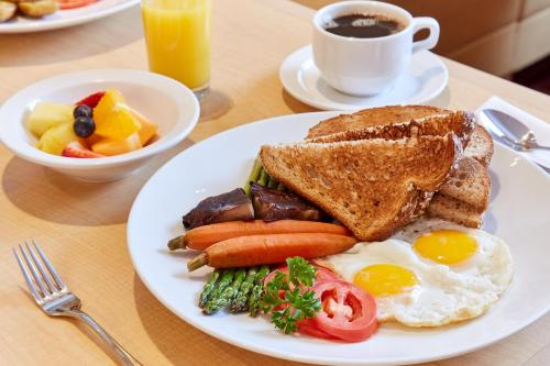 Breakfast options available to guests at Orchard Garden Hotel