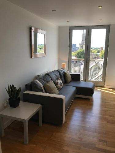 Bedford Central Apartment with Free Secure Parking