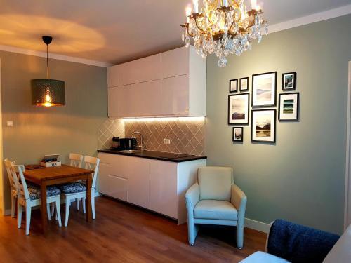 A seating area at Apartments van Leyden