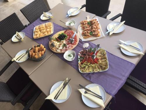 Ein Restaurant oder anderes Speiselokal in der Unterkunft Guest House Villa Maslina Neum