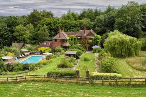 The Limes Country House with Heated Pool & Hot Tub