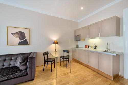 A kitchen or kitchenette at Hunger Wall Residence