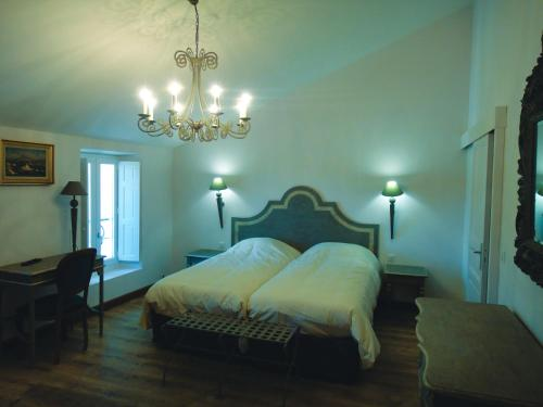 A bed or beds in a room at Les Terres de Saint Hilaire