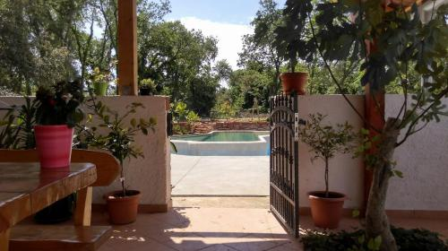 The swimming pool at or close to Leprina
