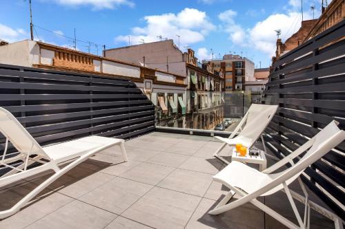 A balcony or terrace at Catalonia Giralda