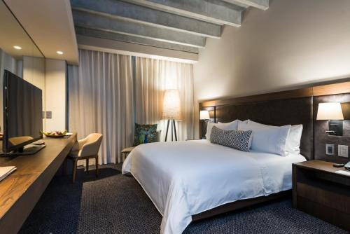 A bed or beds in a room at Movich Hotel Las Lomas