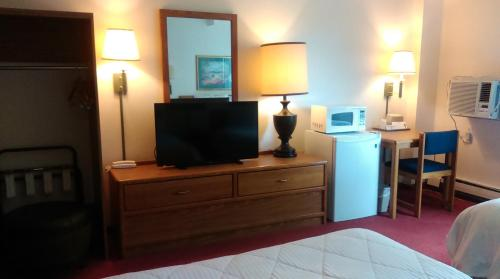 A television and/or entertainment center at Select Inn Breckenridge