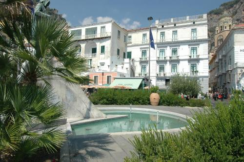 Piscina di Hotel Fontana o nelle vicinanze
