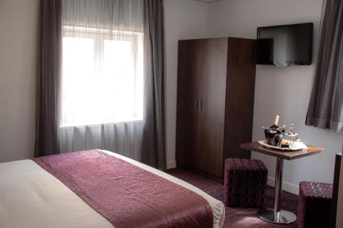 Télévision ou salle de divertissement dans l'établissement Hotel Luxer