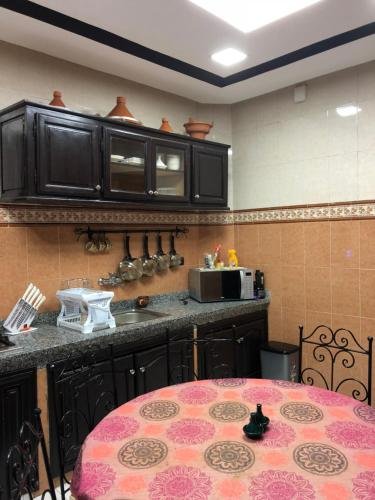 A kitchen or kitchenette at L'OURIDA