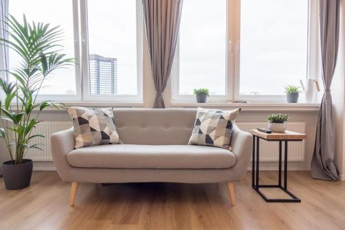 A seating area at Business Apartment mit Blick auf die Skyline von Essen