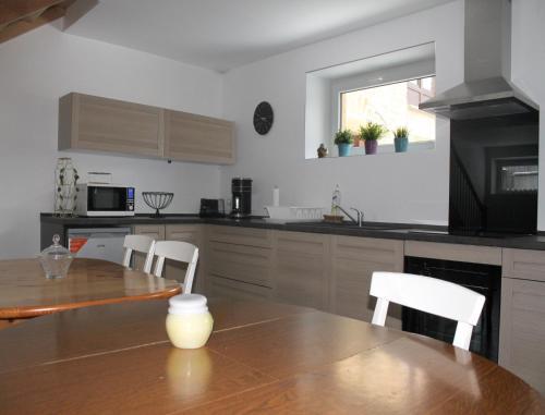 A kitchen or kitchenette at Gite de la Cour Basse