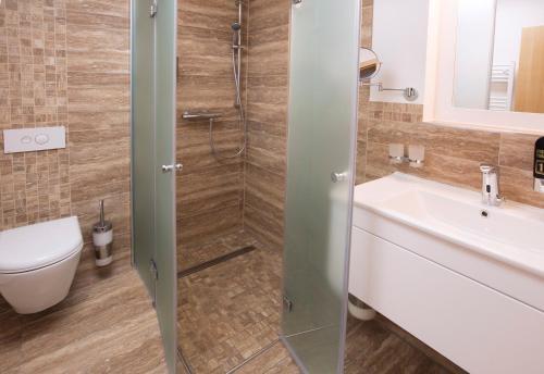 Ein Badezimmer in der Unterkunft CityHotel am McKeePlatz