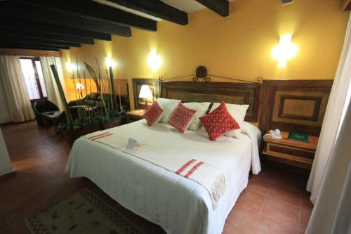 A bed or beds in a room at Hotel Mansion Del Valle