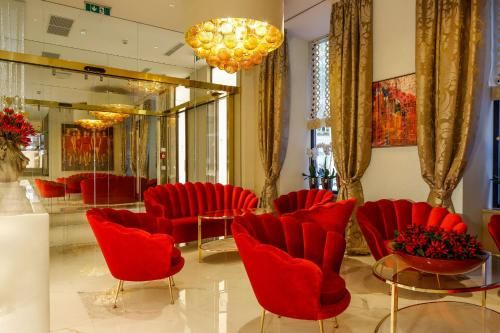 The lobby or reception area at Boutiquehotel Das Tyrol