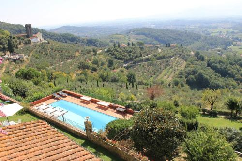 A view of the pool at Relais Farinati or nearby