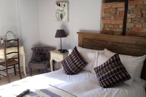 A bed or beds in a room at The Fleur de Lys Inn - previously Inn at Cranborne