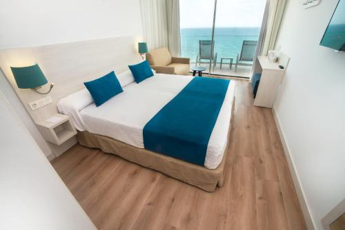 A bed or beds in a room at Sentido Benalmadena Beach