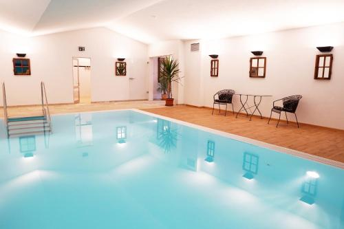 The swimming pool at or near Veganhotel Nicolay 1881
