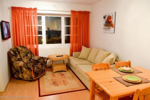Istumisnurk majutusasutuses Kuressaare Tolli Apartment