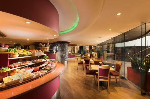 A restaurant or other place to eat at Stamford Plaza Adelaide