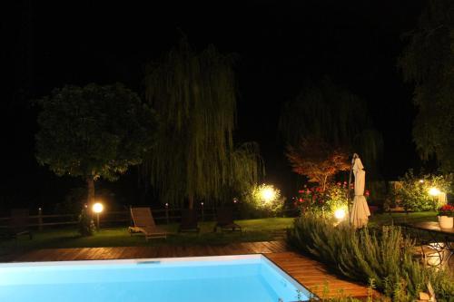 Бассейн в Hotel Calvi или поблизости