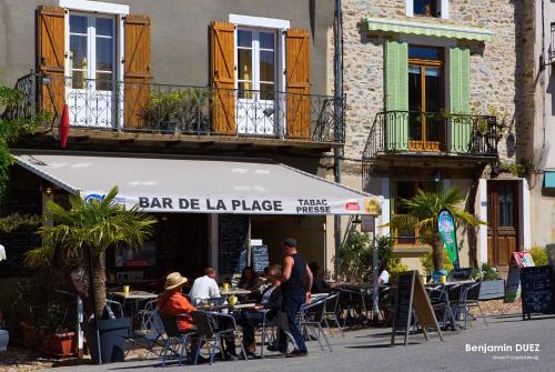 A restaurant or other place to eat at Chambre d'Hotes de la Bastide de Najac