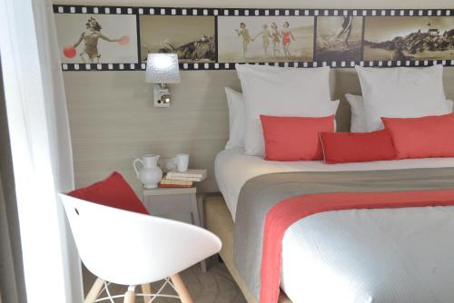 A bed or beds in a room at Best Western Les Bains Hotel et SPA