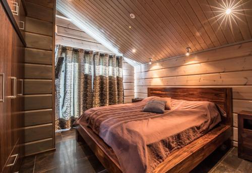 A bed or beds in a room at Levillas Utsuvaara Villas