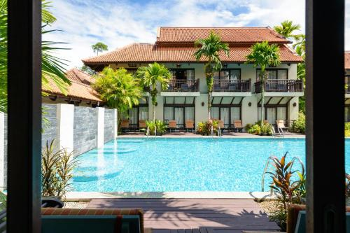 Der Swimmingpool an oder in der Nähe von Khaolak Oriental Resort