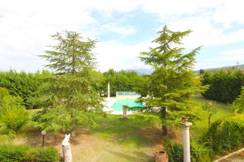 Vista sulla piscina di Villa Quattro Mori o su una piscina nei dintorni