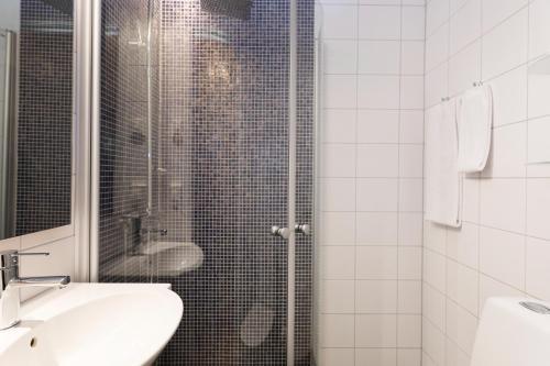 Ett badrum på Calmar Stadshotell