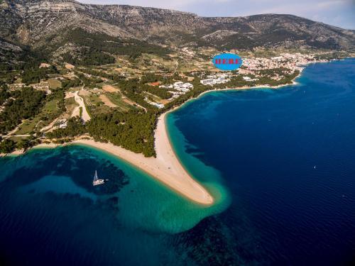 Letecký snímek ubytování Villa Blanka Bol Brac on Facebook save 18 percent