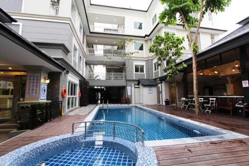 Piscine de l'établissement At Residence Suvarnabhumi Hotel ou située à proximité