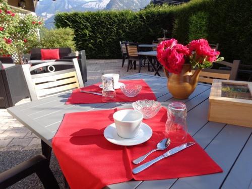 Restaurant ou autre lieu de restauration dans l'établissement Auberge Du Fraizier