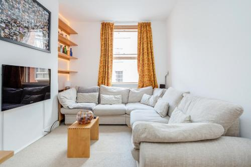 2 bedroom apartment in Fitzrovia by casaAlma