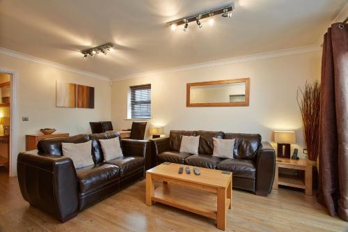 A seating area at Fantastic 2 bed apartment, Jago Court, Newbury