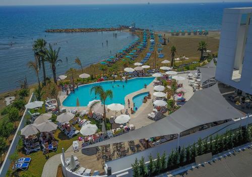 Vue sur la piscine de l'établissement Lebay Beach Hotel ou sur une piscine à proximité