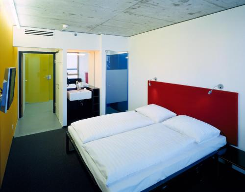 A bed or beds in a room at Cube Savognin