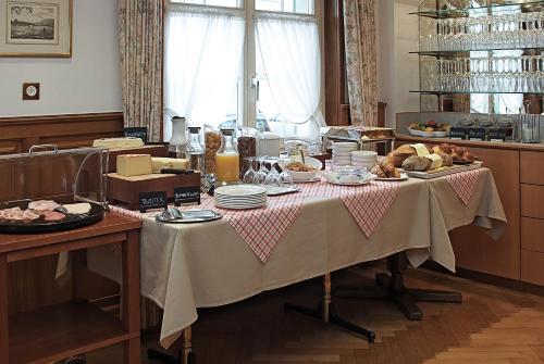 Ein Restaurant oder anderes Speiselokal in der Unterkunft Gasthof Eisenbahn