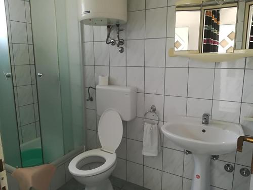 Kupaonica u objektu Apartments Vlaovic