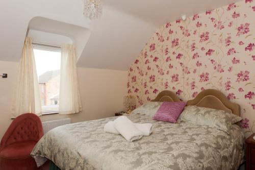 A bed or beds in a room at Birtley House Guest House B&B