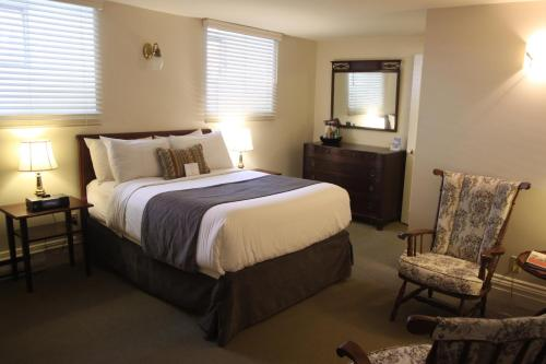 A bed or beds in a room at The Halliburton