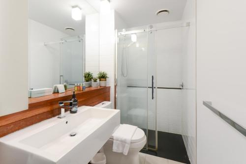 A bathroom at Canvas Suites on Russell Place