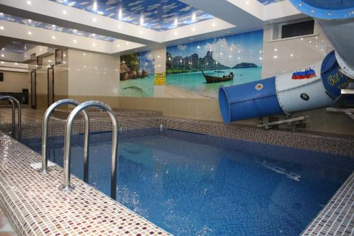 The swimming pool at or close to Erunin Hotels Group, Tolstogo 77