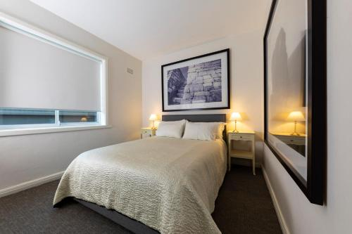 A bed or beds in a room at in the Hub of Bondi Beach